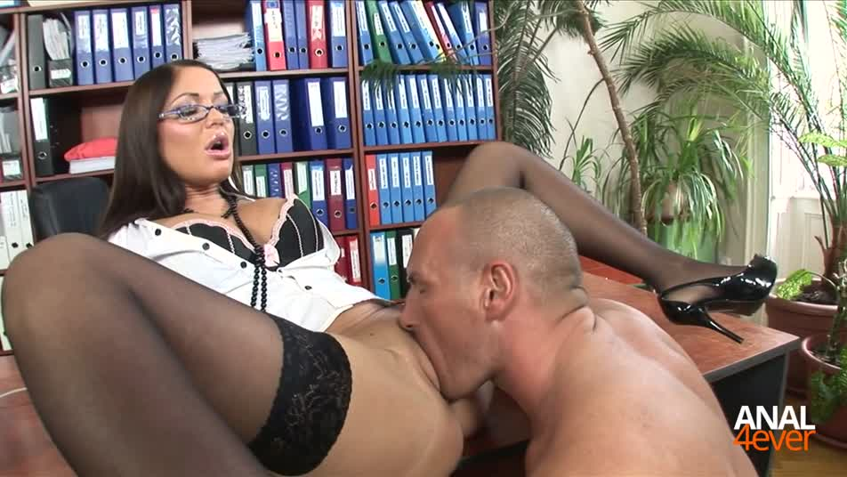 Angelica Heart likes to fuck in the office