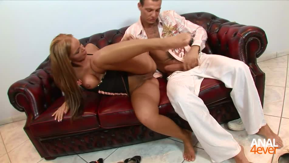 Wild chick gets her butt fucked by a dude